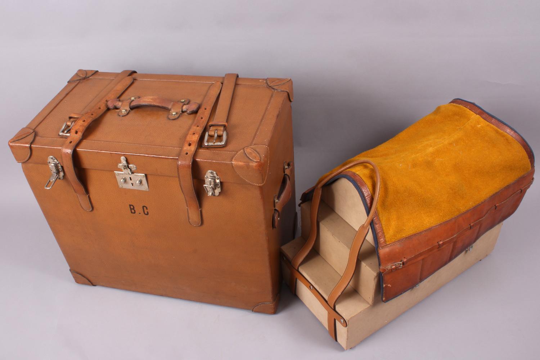Coffre pour selle, selle et tapis de selle Hermès, Vers 1920 Conservatoire des créations Hermès, inv. CMA-016 ©DR