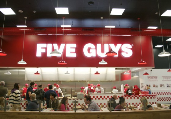 Chez Five Guys vous aurez 250 000 options de burgers !