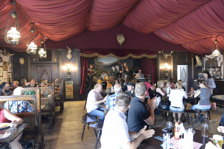 Un saloon comme on aimerait en voir plus souvent de ce côté de l'Atlantique… © Messe Offenburg / Gegg