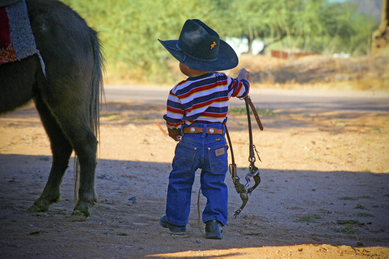 Baby cowboy deviendra grand en Arizona © DR