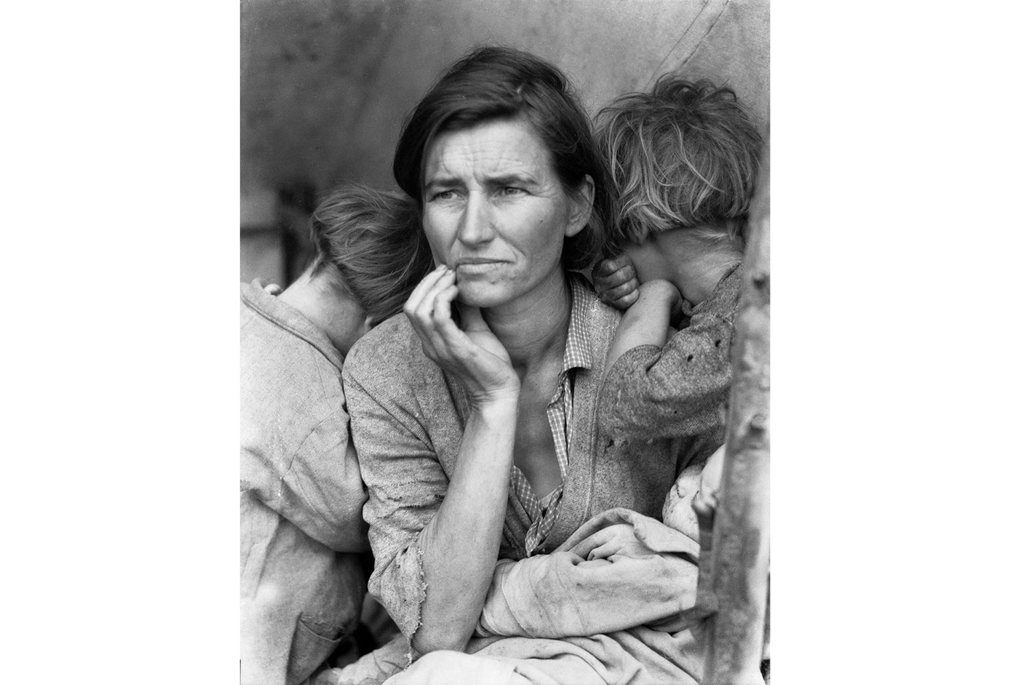 Migrant Mother, Nipomo, California - 1936 - Dorothea Lange © The Dorothea Lange Collection, the Oakland Museum of California, City of Oakland. Gift of Paul S. Taylor