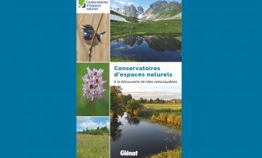 Un livre ouvert sur la pleine nature