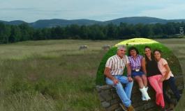 Cet été, la famille Pourras construit son nouveau ranch en Provence
